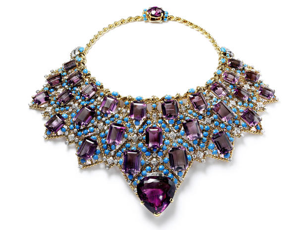 11duchess-of-windsor-bib-necklace.jpg