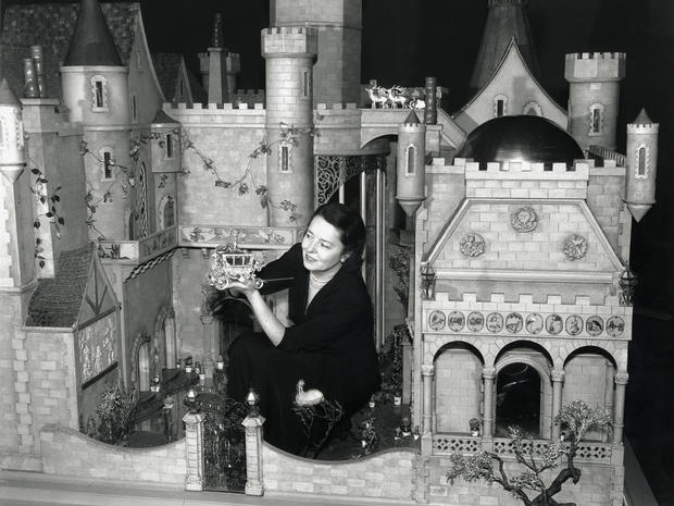 cm-colleen-moore-with-fairy-castle-1.jpg
