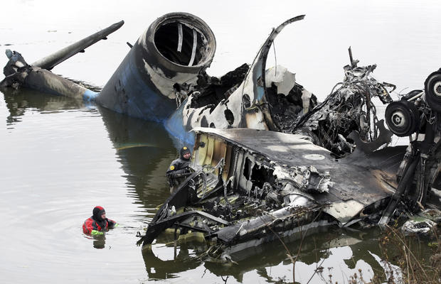 plane-crashes-reutersrtr2qya0.jpg