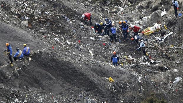 Report on crash of Germanwings Flight 9525 released - CBS News