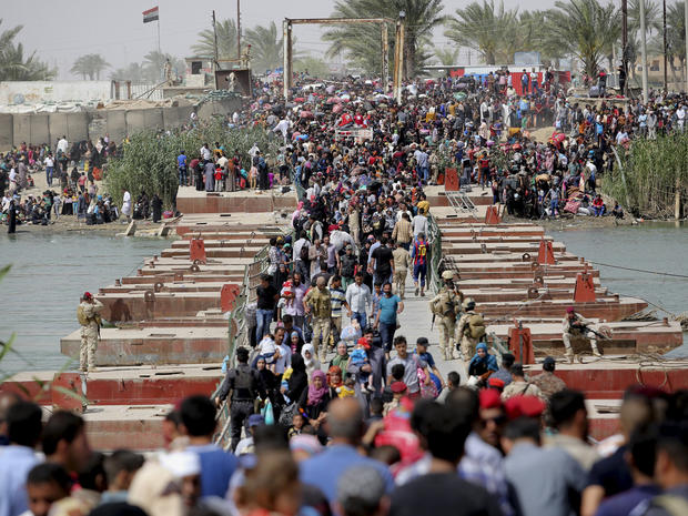 Displaced Sunni people, who fled violence in the city of Ramadi, arrive in the outskirts of Baghdad