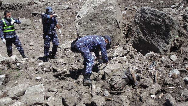 Deadly aftershock rocks Nepal