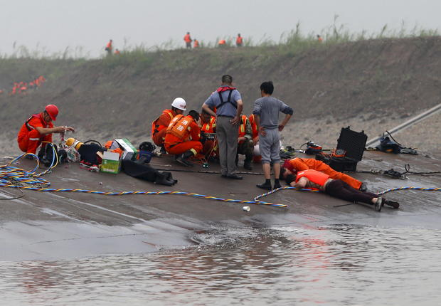 Chinese cruise ship sinks