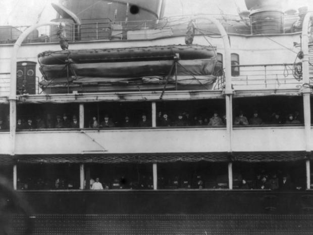 lusitania-returning-baseball-tourists.jpg
