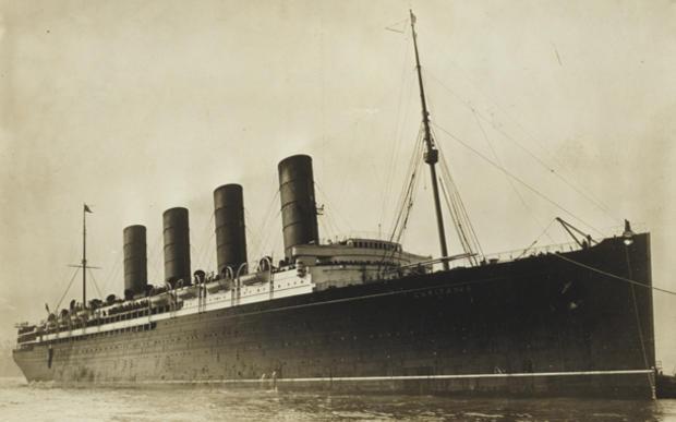 lusitania-coming-into-port.jpg