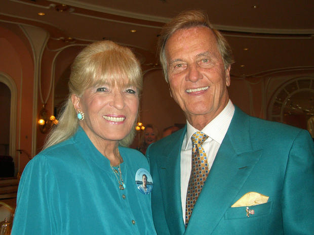 pat-boonewith-wife-shirley.jpg
