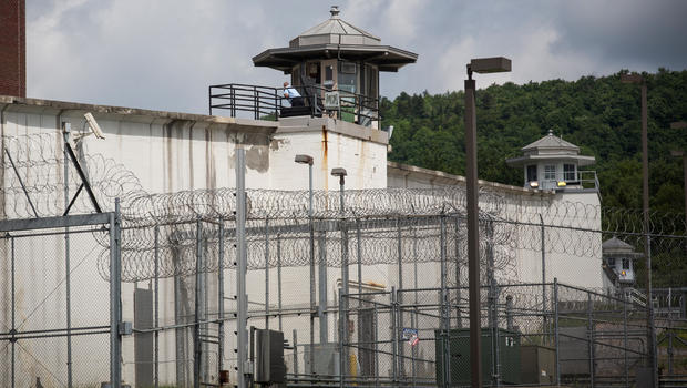 correction officer put on leave after new york prison escape cbs news. Black Bedroom Furniture Sets. Home Design Ideas