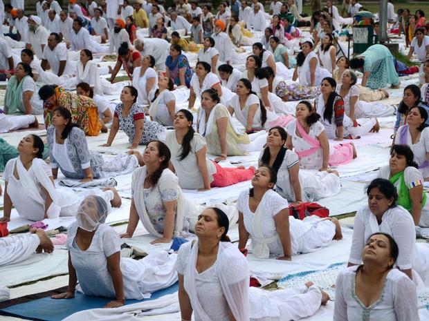 yoga-india-477981818.jpg