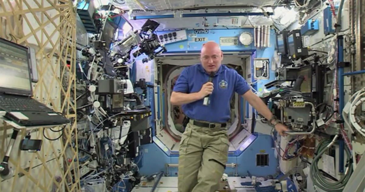 life of astronaut in space station - photo #7