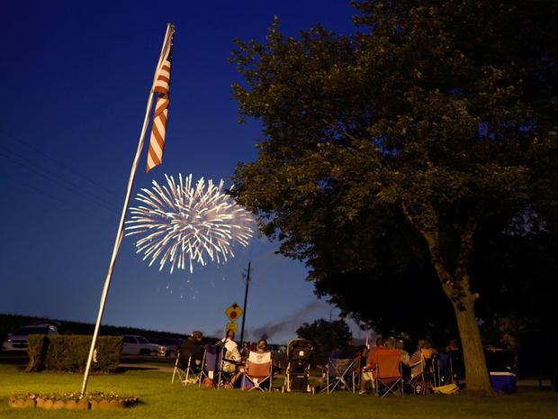 fireworks-2015-getty-479402794.jpg