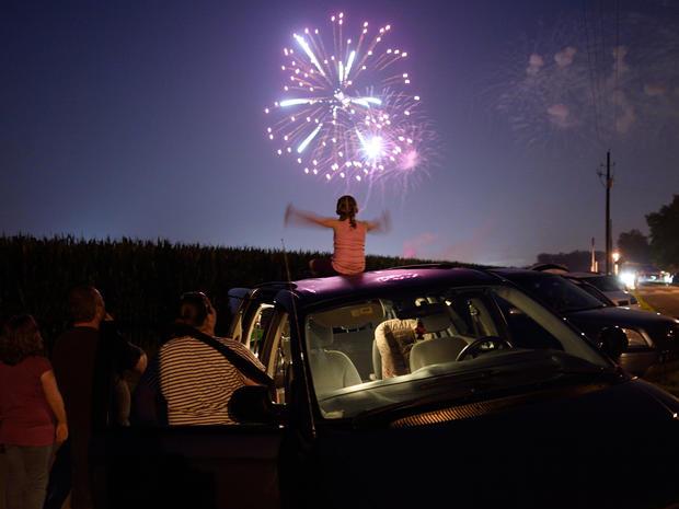 fireworks-2015-getty-479402778.jpg