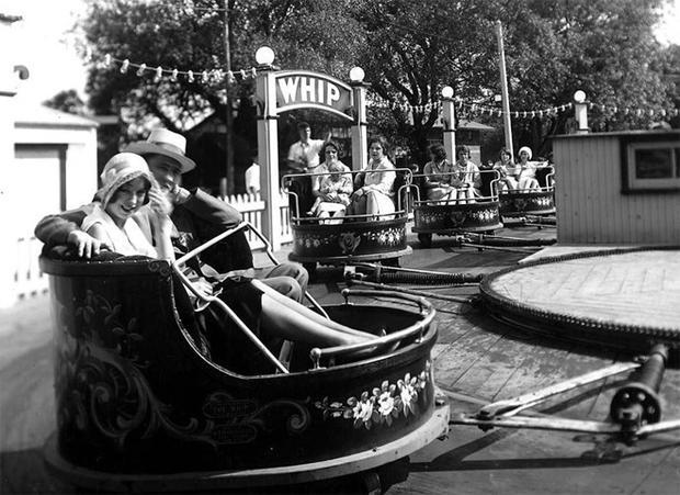 amusement-parks-the-whip-hanlans-point-1930.jpg