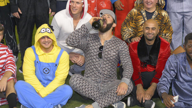 cubs don unlikely outfits after jake arrieta no hitter cbs news