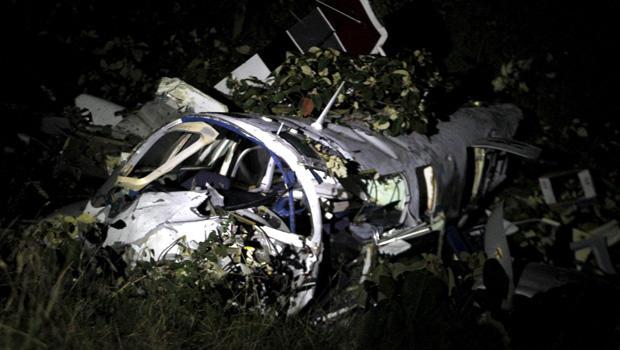 Pilot on Tom Cruise film dies in Colombia air crash - CBS News