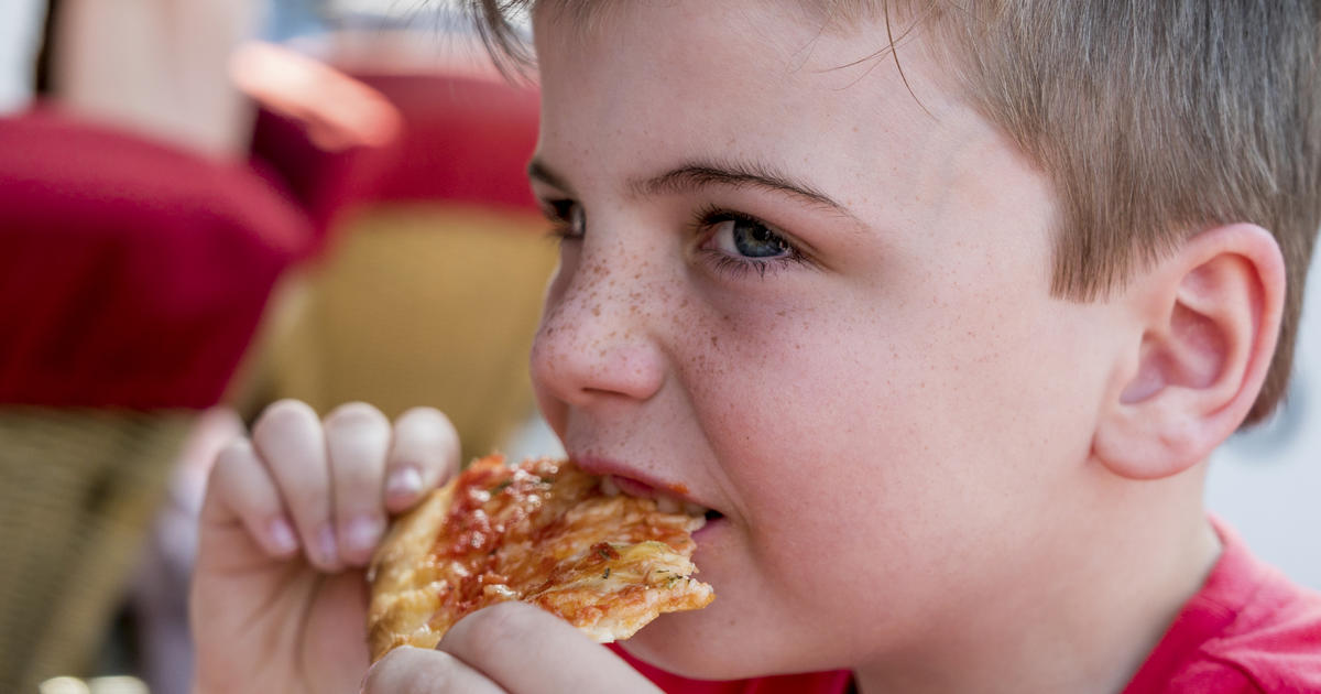 kid eating pizza - 1200×630