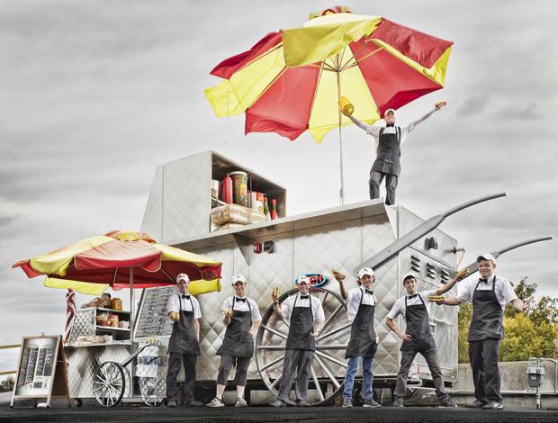 marcus-daily-largest-hot-dog-cartv0c9044.jpg
