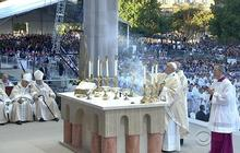 Pope celebrates first mass on U.S. soil