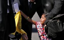 Pope Francis blesses daughter of undocumented immigrants