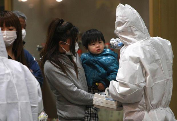 radiation-screening-fukushima.jpg