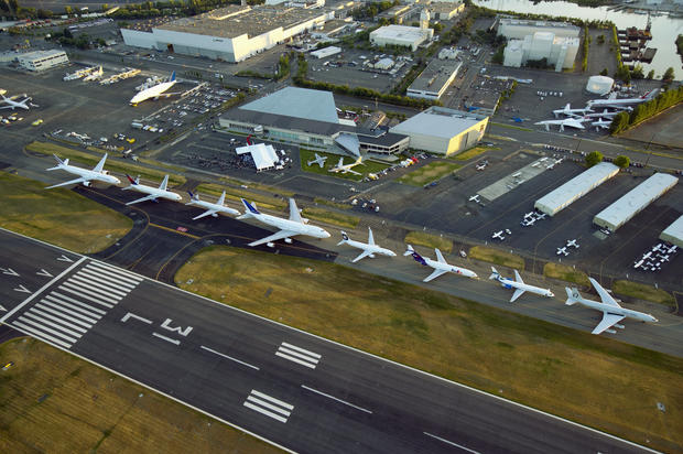 19-boeing-100-years-777-left-to-707-right-lined-up.jpg