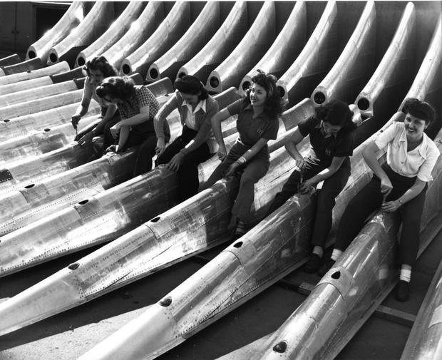 6-boeing-100-years-women-wwii-factory-rose-the-riveter.jpg