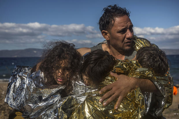 Hundreds of migrants rescued off Greece