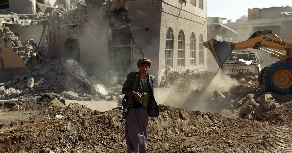 Yemen rebels detain 2 Americans at Sanaa airport