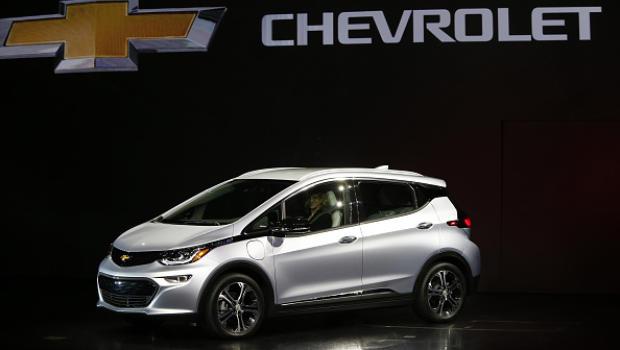 Chevy unveils its bolt next gen electric car cbs news for General motors electric car