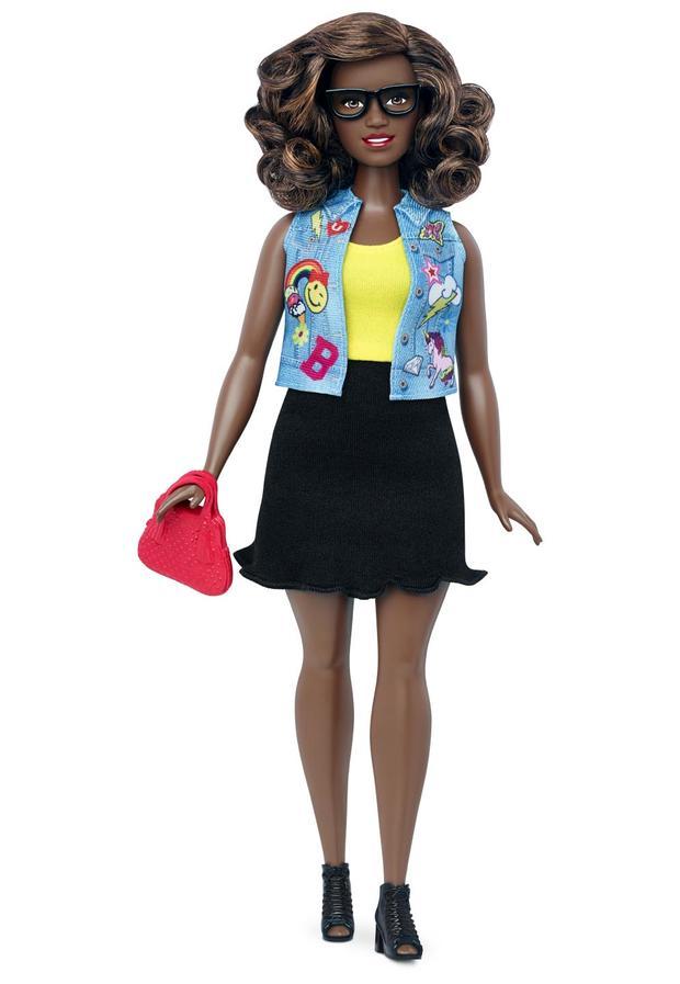07-barbie-curvy-dtf02122fulllengthpackouttcm718-118110.jpg