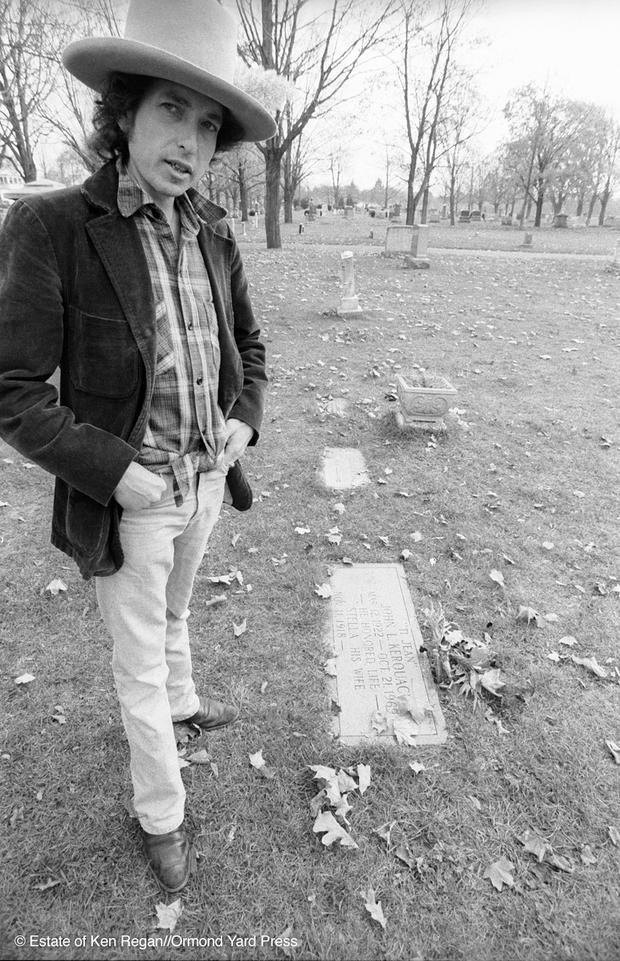 Bob Dylan23-at-jack-kerouacs-grave-wm.jpg