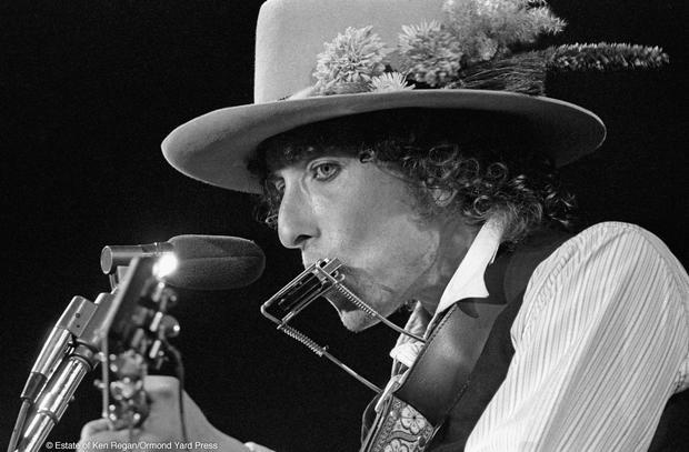 Bob Dylan17-live-close-up-wm.jpg