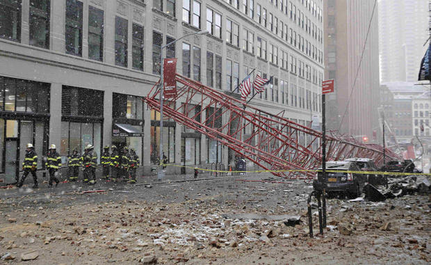 Dramatic crane collapse in New York