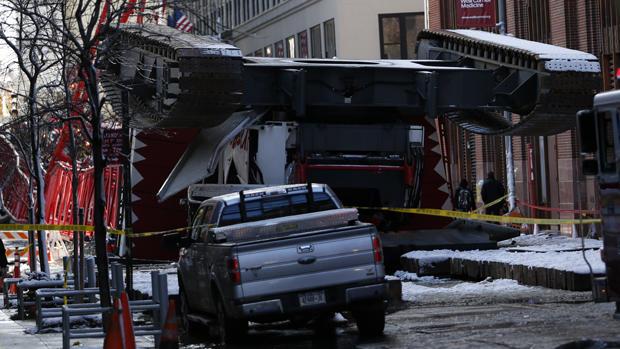 Dramatic crane collapse in New York