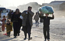 Syrian refugees flee to Turkey by the thousands