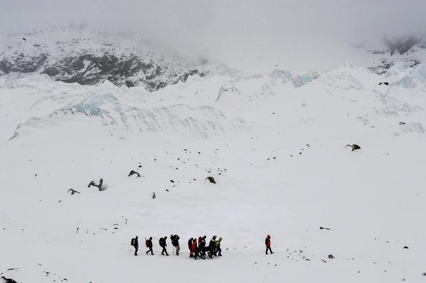 c-roberto-schmidt-avalanche-25-27-april-everest-base-camp-nepal-04.jpg