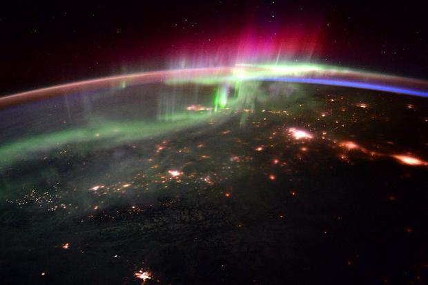 Year-in-space-cbipglxuuae5-mh.jpg