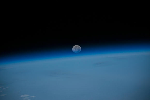 Year-in-space-iss044e008002-x2.jpg
