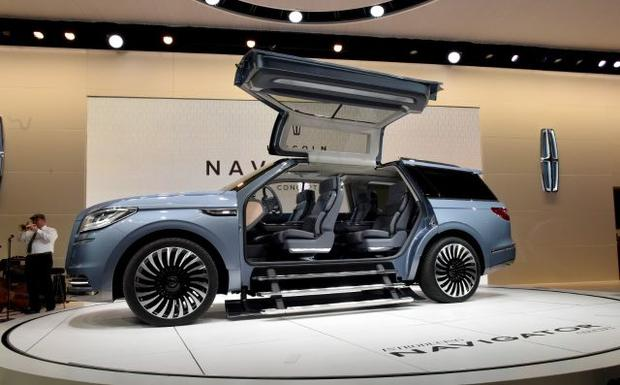 5 head turning cars at the new york auto show cbs news. Black Bedroom Furniture Sets. Home Design Ideas