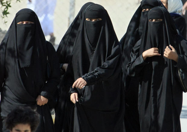 15  Gender lines - 15 outrageous facts about Saudi Arabia