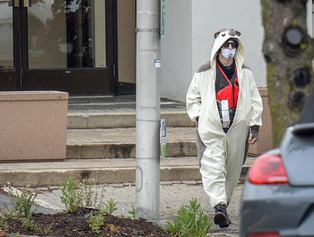 A man claiming to be in possession of a bomb exits the Fox45 television station that was evacuated due to a bomb threat in Baltimore, Maryland, April 28, 2016.