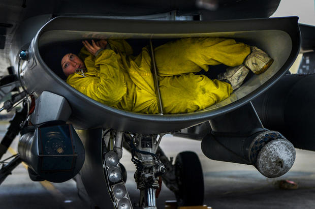 military-photographer-of-the-year-photo-tucked-in-by-staff-sgt-kenny-holston-usaf25928549443o.jpg