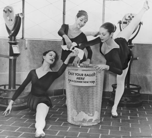 empire-state-building-loc-04-ballerinas-at-observatory.jpg