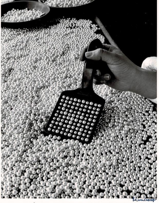 alfred-eisenstaedt-pearls.jpg