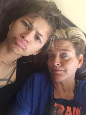 Zendaya Defends Her Parents On Twitter After They Well ...