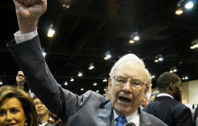 Buffett's Berkshire Hathaway bets $1 billion on Apple
