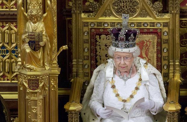 2016-05-18t115323z653562802lr1ec5i0x0onwrtrmadp3britain-politics-queen.jpg