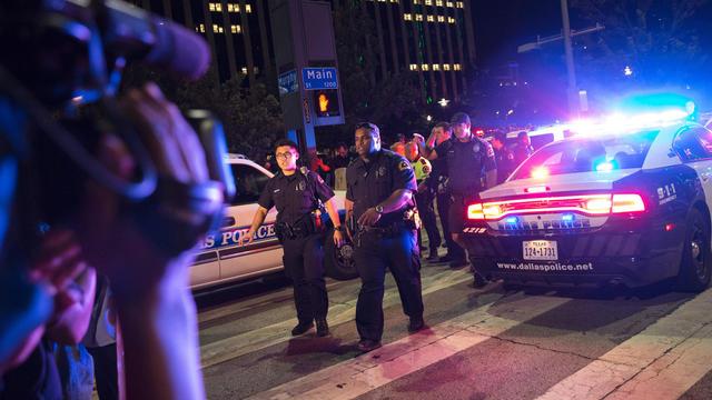 dallas-police-shooting-getty-545475318.jpg