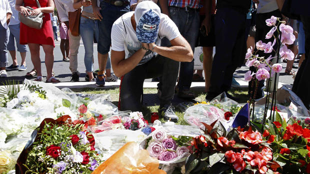 Truck plows into crowd in Nice, France