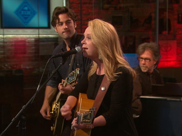 """Mary Chapin Carpenter performs """"Map Of My Heart"""""""