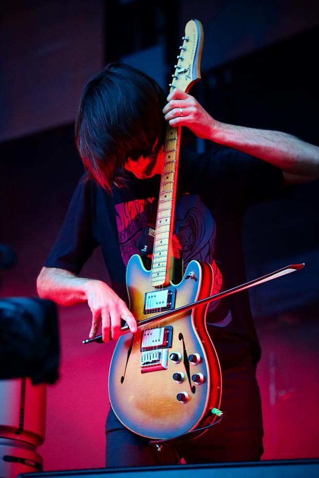 lollapalooza-2016-jake-barlow-jonny-greenwood-radiohead-02.jpg